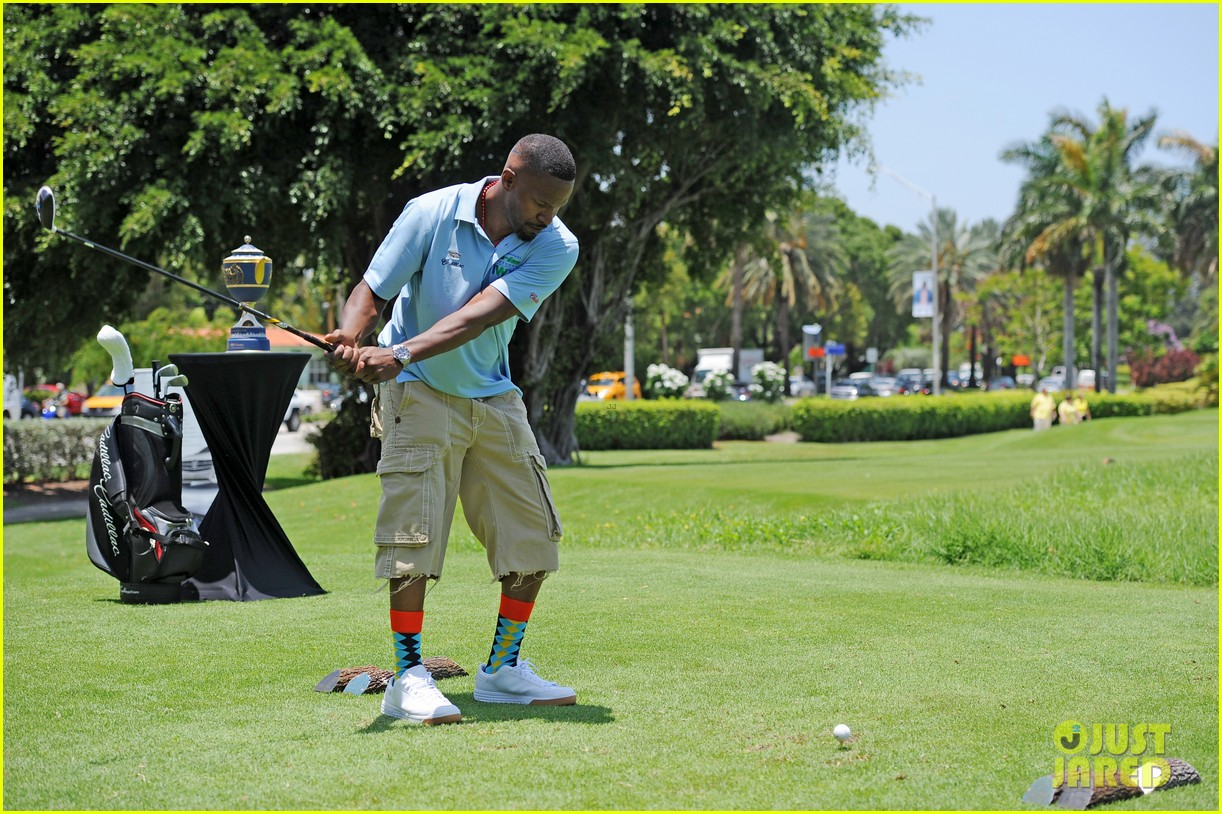 jamie fox dwyane wade celebrity golf tournament miami 083141123