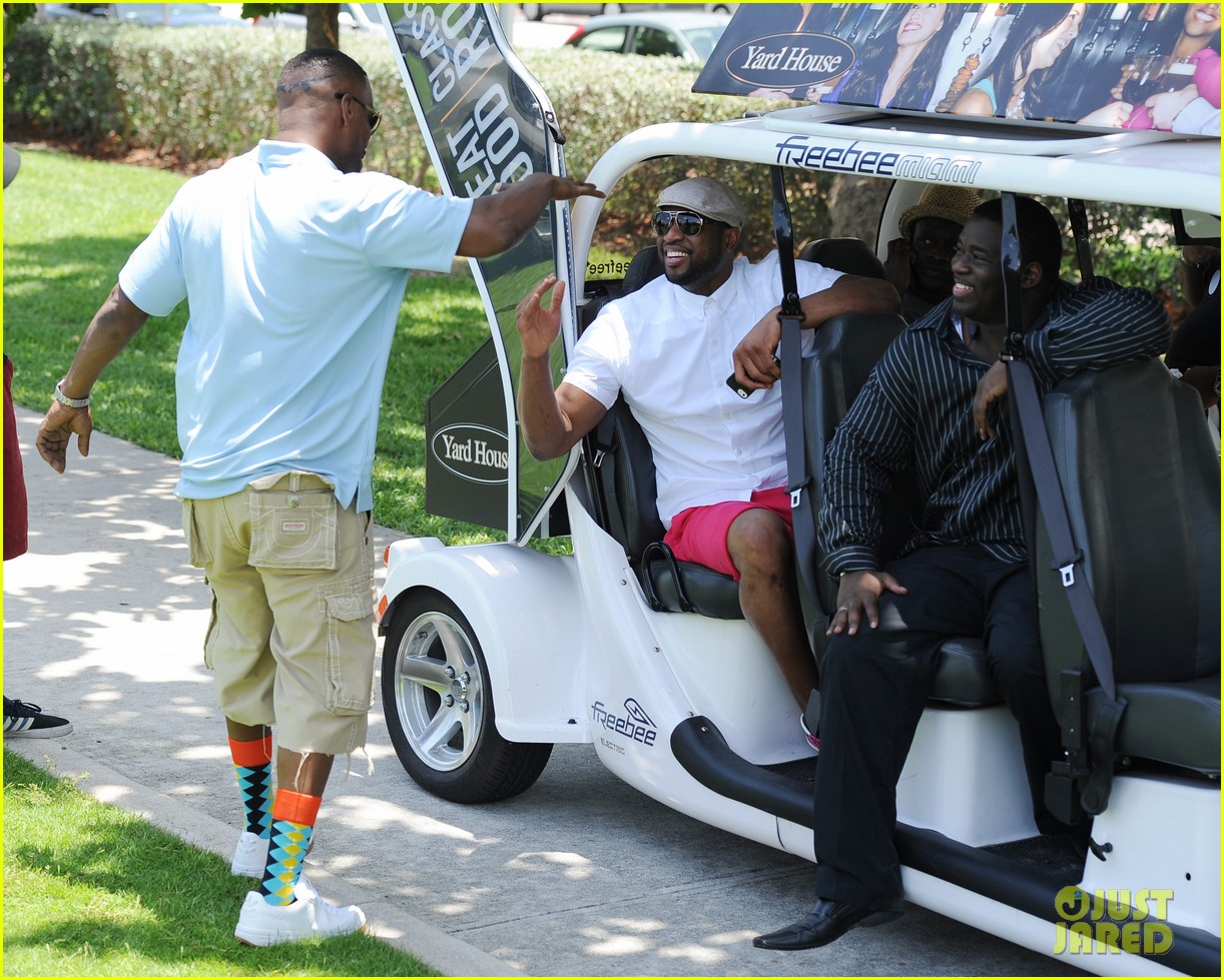 jamie fox dwyane wade celebrity golf tournament miami 113141126