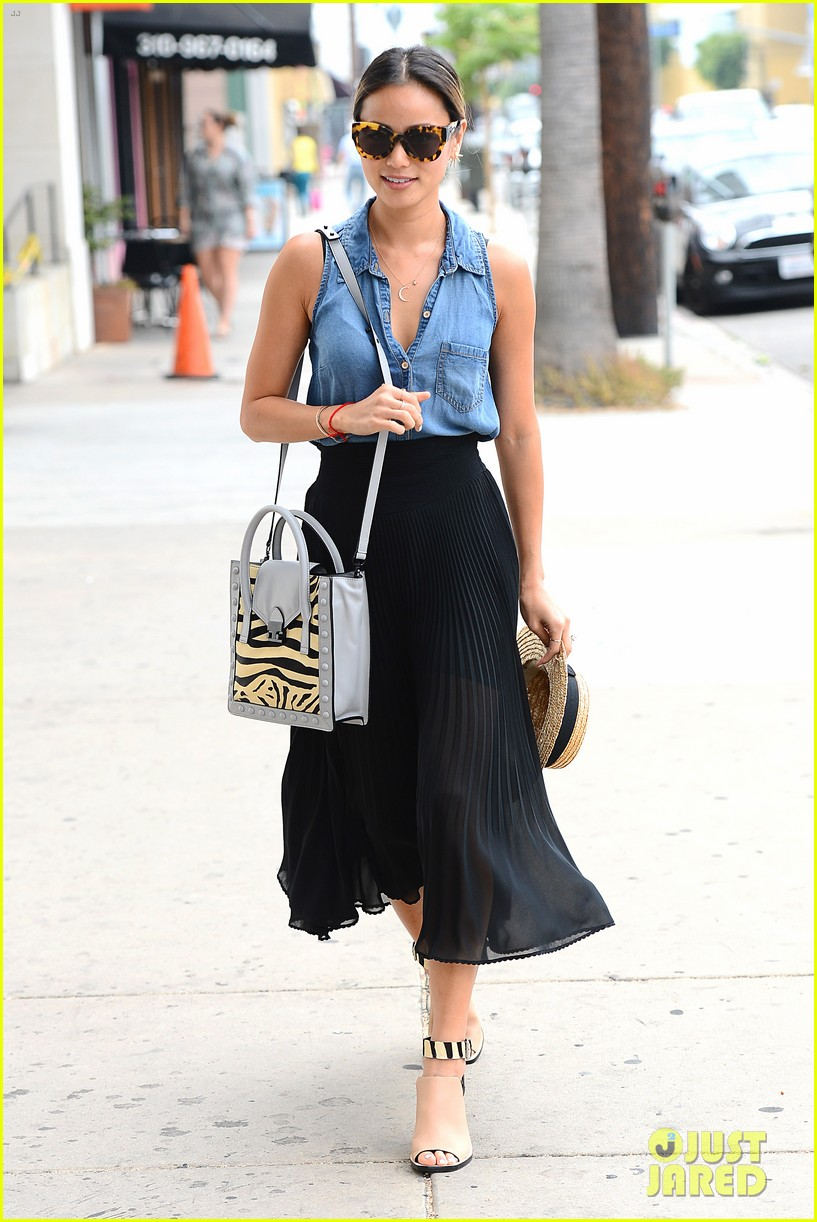 jamie chung coffee run fashion police 013144165