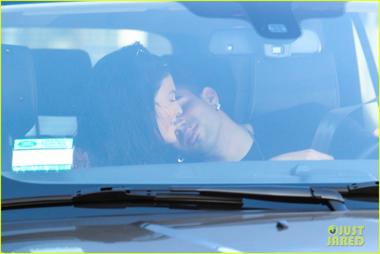 kylie jenner up close personal with mystery guy 023135171