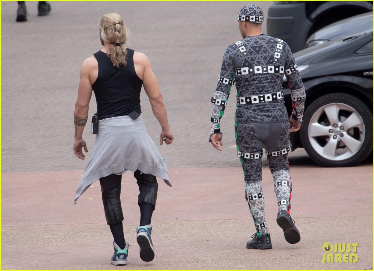 http://cdn04.cdn.justjared.com/wp-content/uploads/2014/06/johnson-doubles/aaron-taylor-johnson-elizabeth-olsen-avengers-stunt-doubles-10.jpg