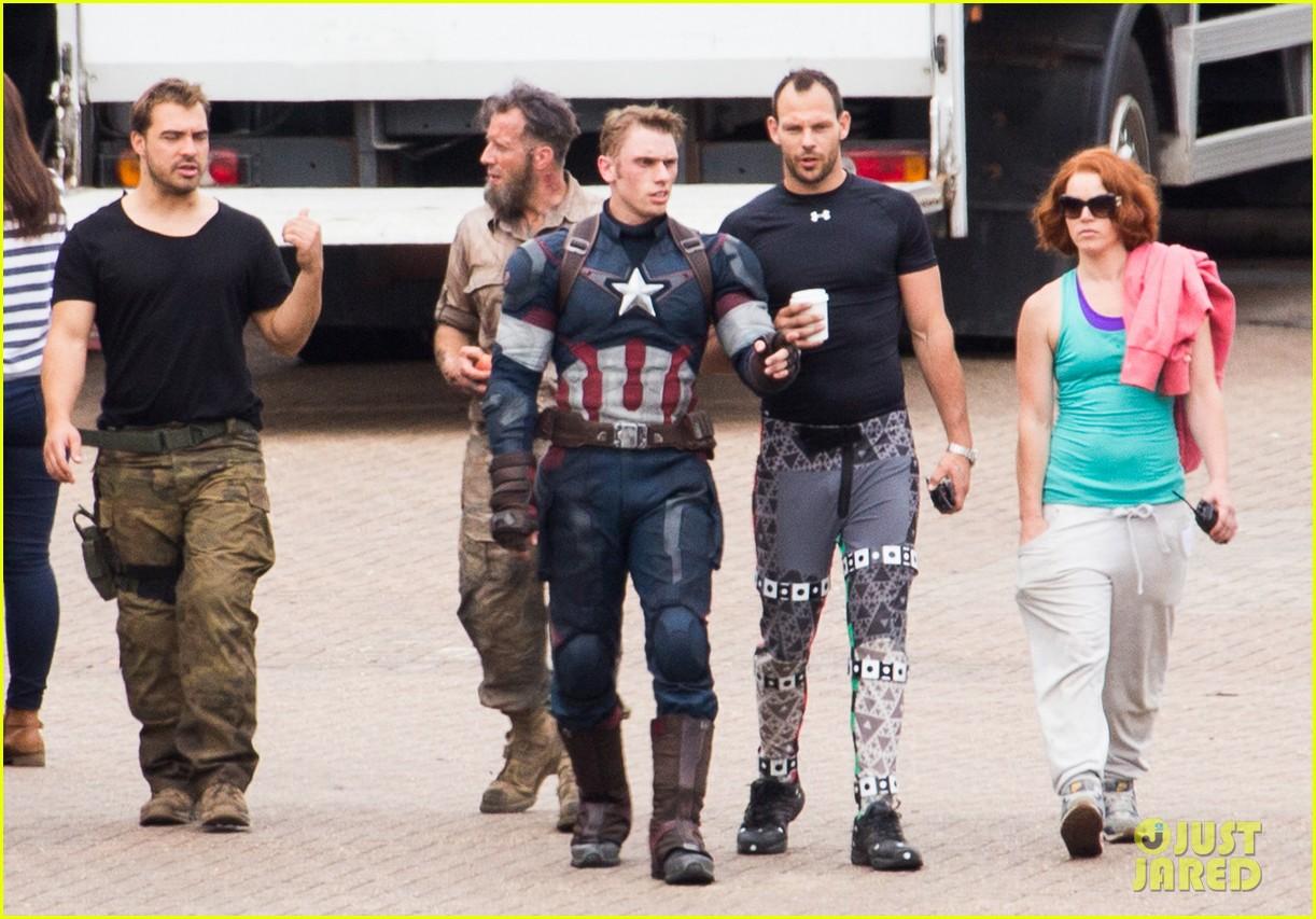 http://cdn04.cdn.justjared.com/wp-content/uploads/2014/06/johnson-doubles/aaron-taylor-johnson-elizabeth-olsen-avengers-stunt-doubles-12.jpg