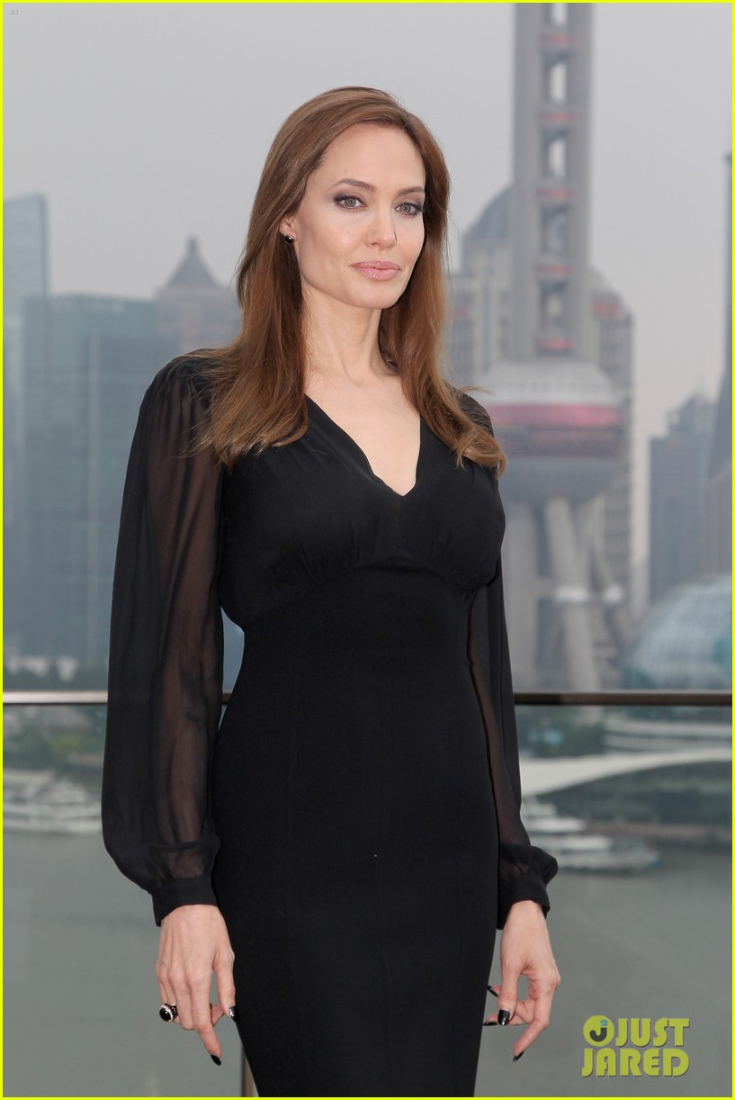 angelina jolie brings maleficent to china 14