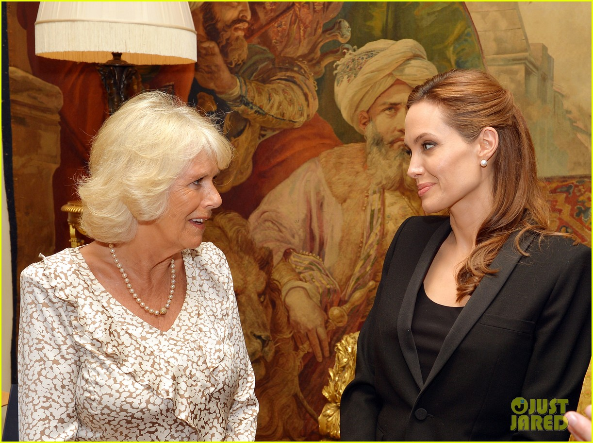 angelina jolie made honorary dame by queen elizabeth 023134881