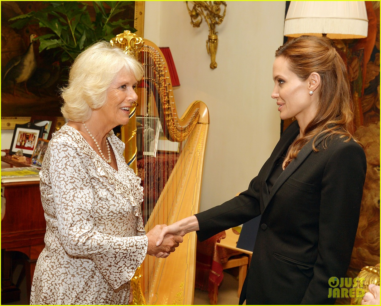 angelina jolie made honorary dame by queen elizabeth 063134885