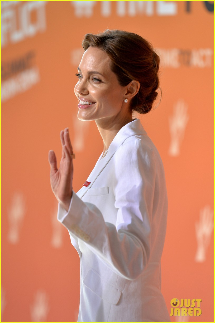 angelina jolie calls for an end to sexual violence 04