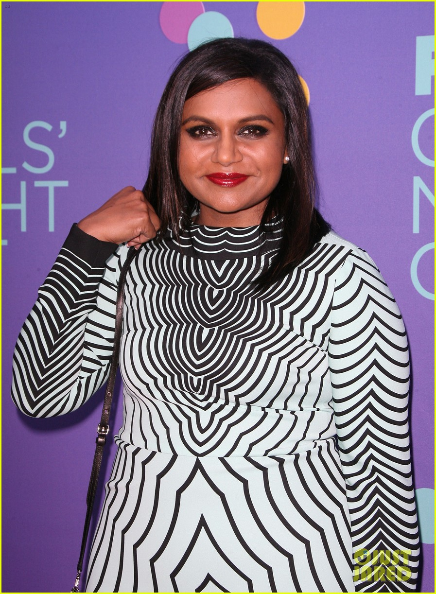mindy kaling shows some leg at foxs girls night out 05