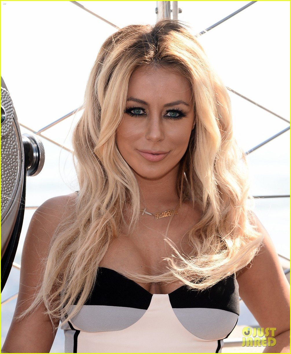 danity kane celebrate lemonade release at empire state building 03
