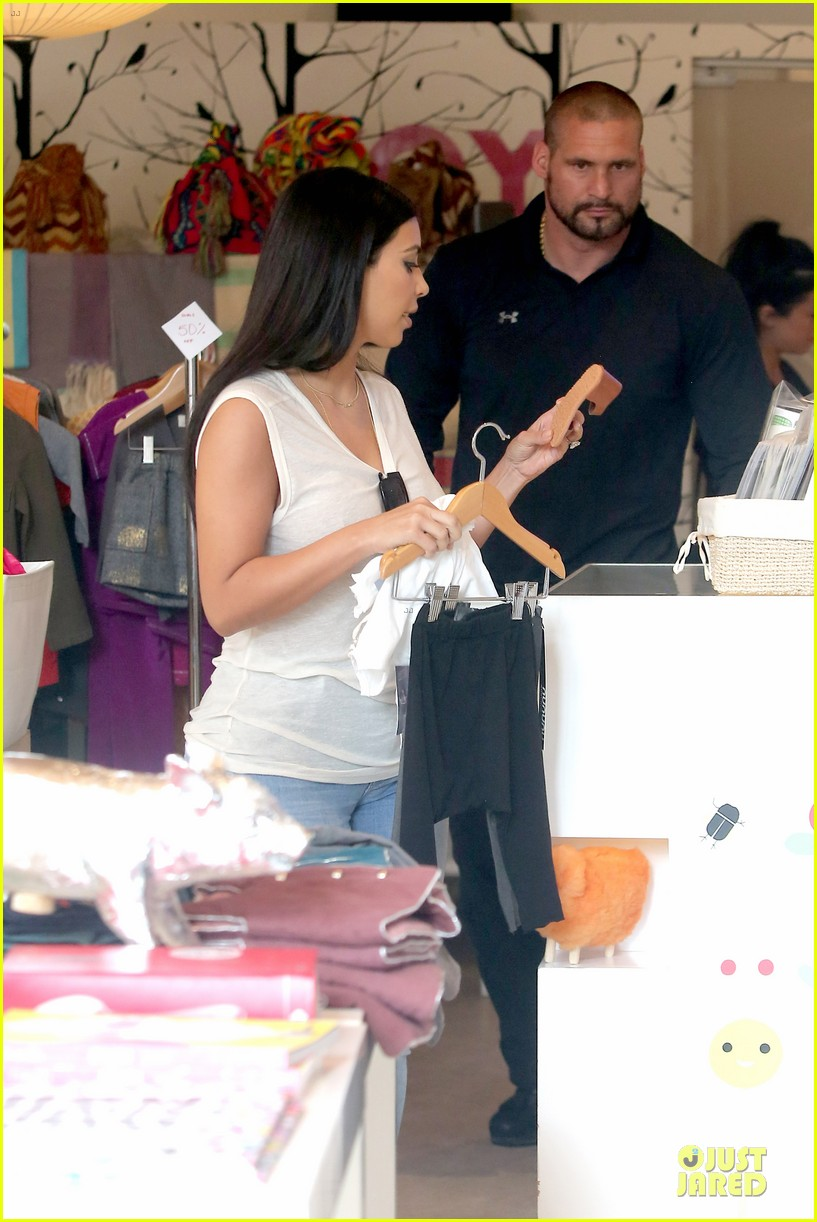 kim kardashian shops for north kourtney beach photoshoot 34