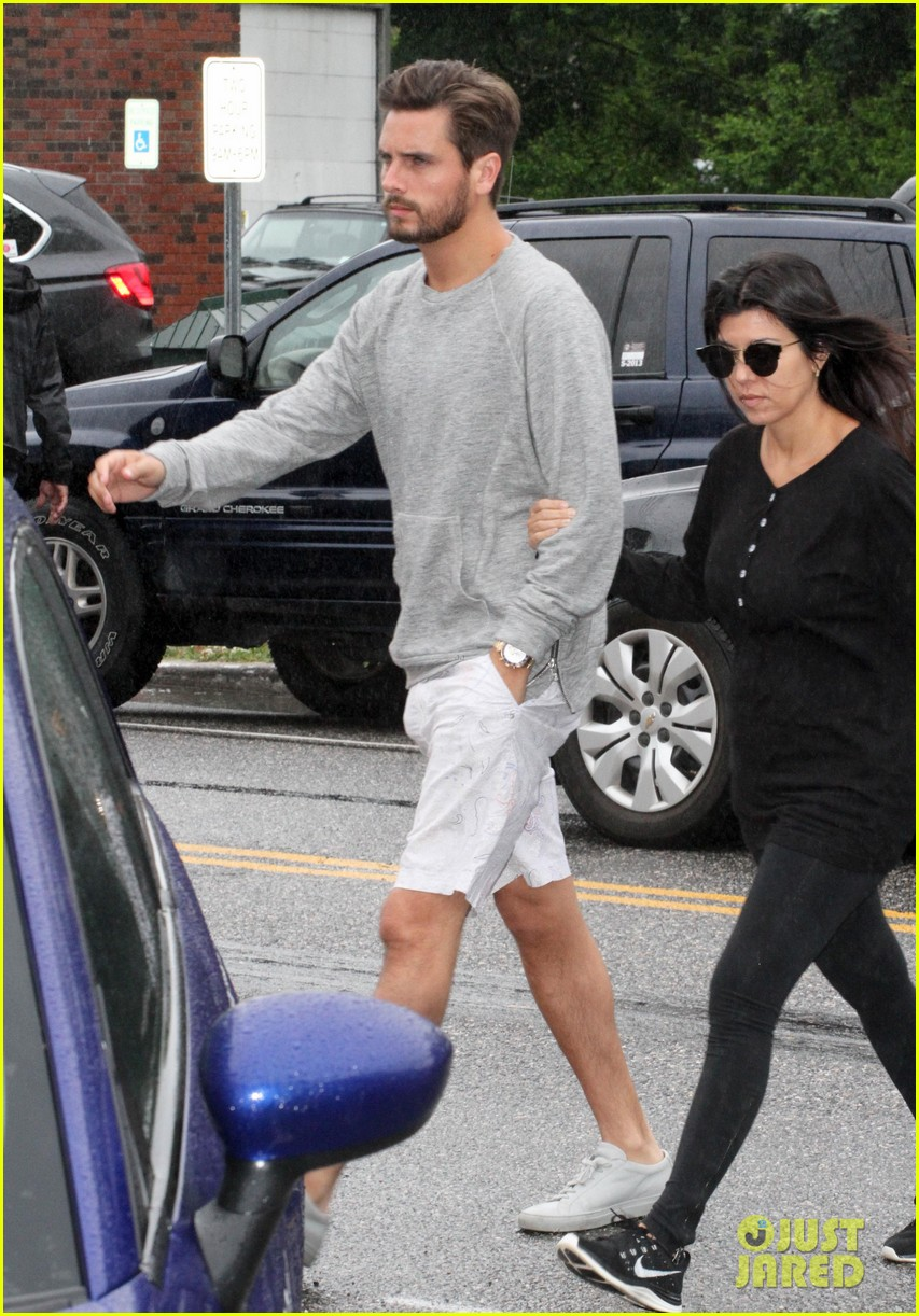 kourtney kardashian scott disick step out together after pregnancy news 06