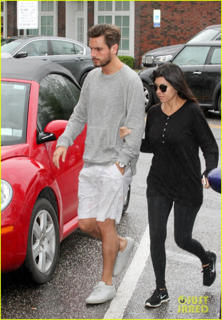 kourtney kardashian scott disick step out together after pregnancy news 073128993