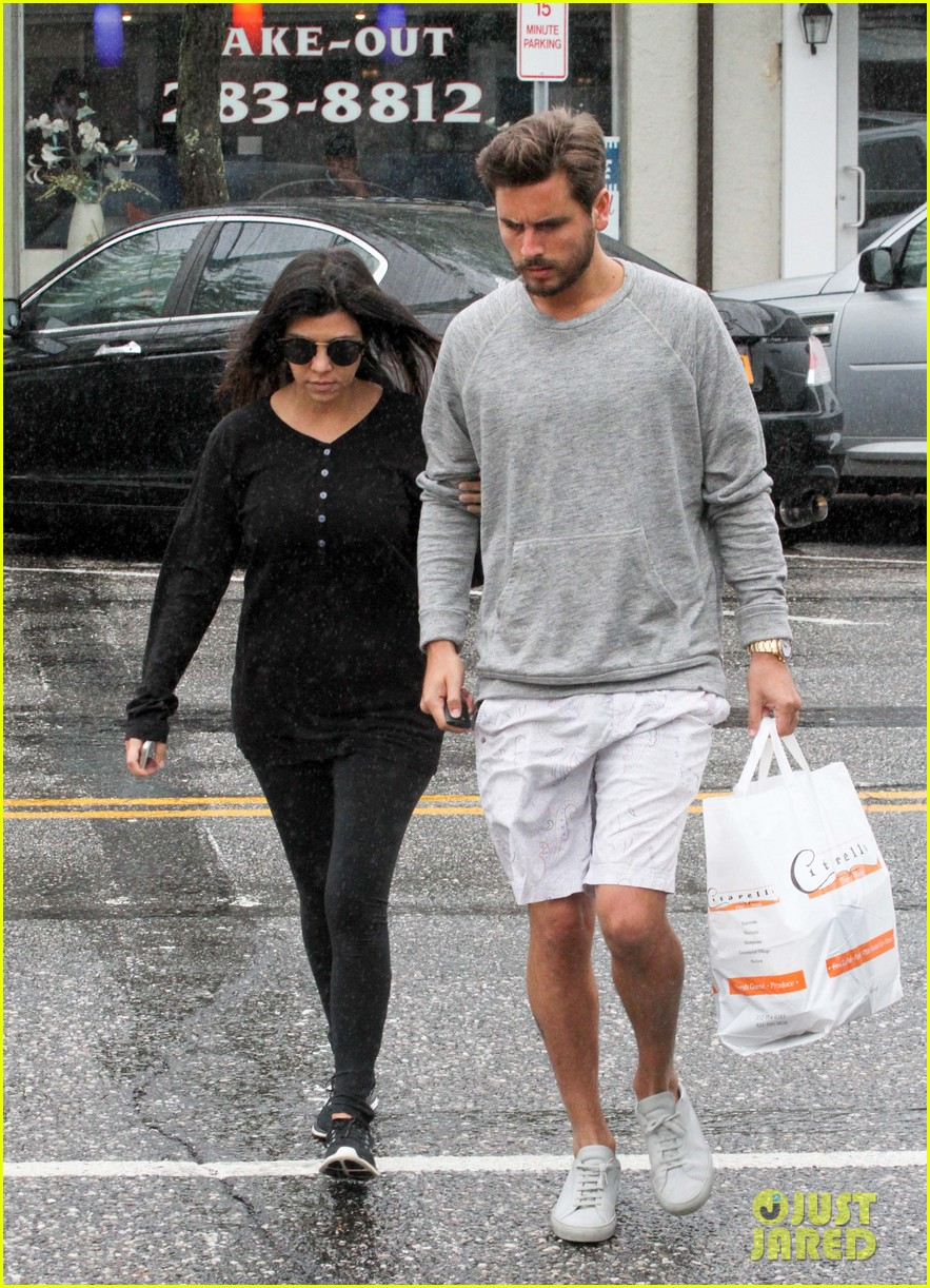kourtney kardashian scott disick step out together after pregnancy news 133128999