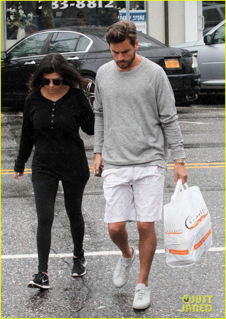 kourtney kardashian scott disick step out together after pregnancy news 143129000