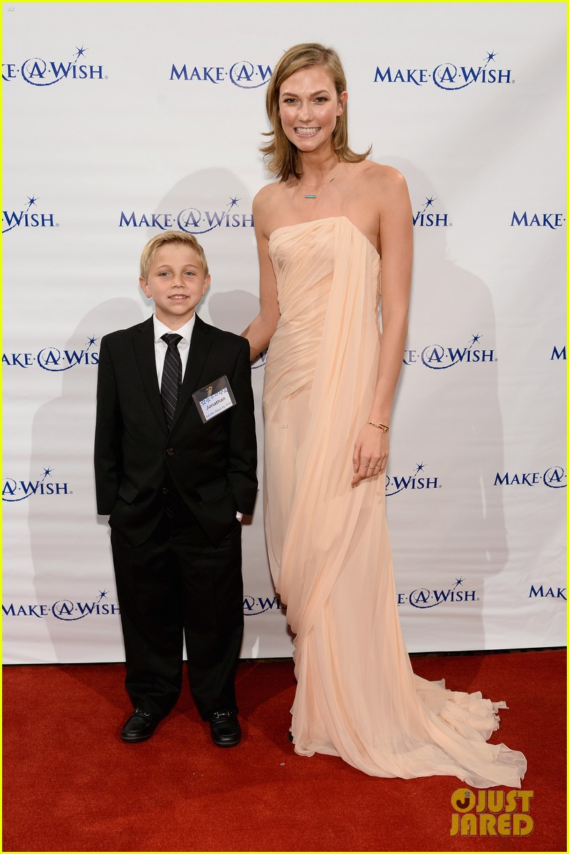 karlie kloss is a true angel at make a wish gala 03