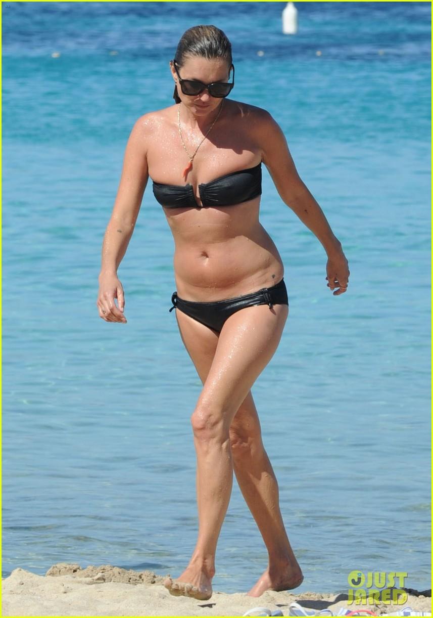kate moss bikini bod soaking sun ibiza 10