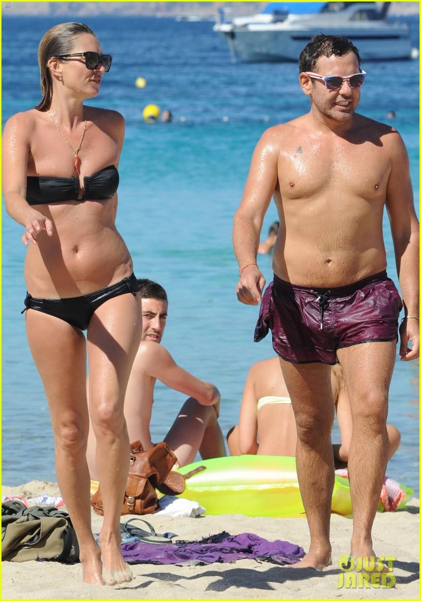 kate moss bikini bod soaking sun ibiza 15