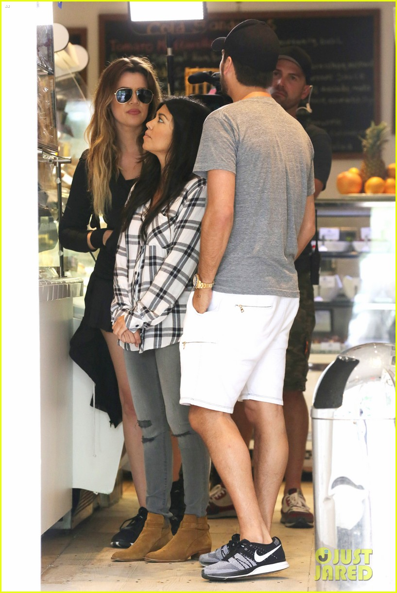 kourtney khloe kardashian double date with their men 143134331