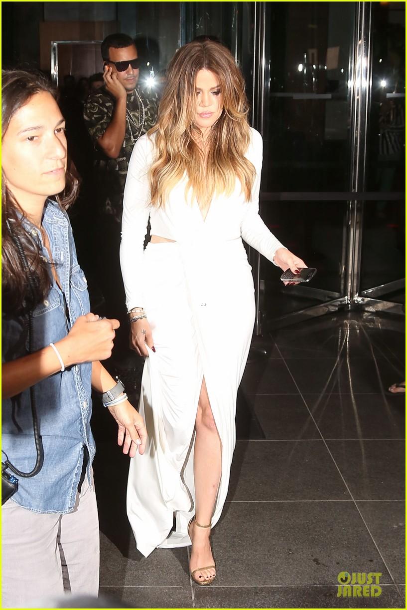 khloe kardashian white affair on 30th birthday dinner 013145197