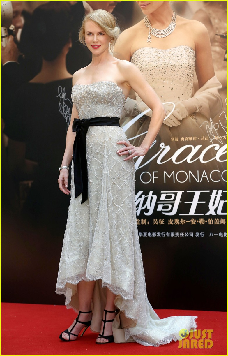 nicole kidman cuts grace of monaco cake in shanghai 023136348