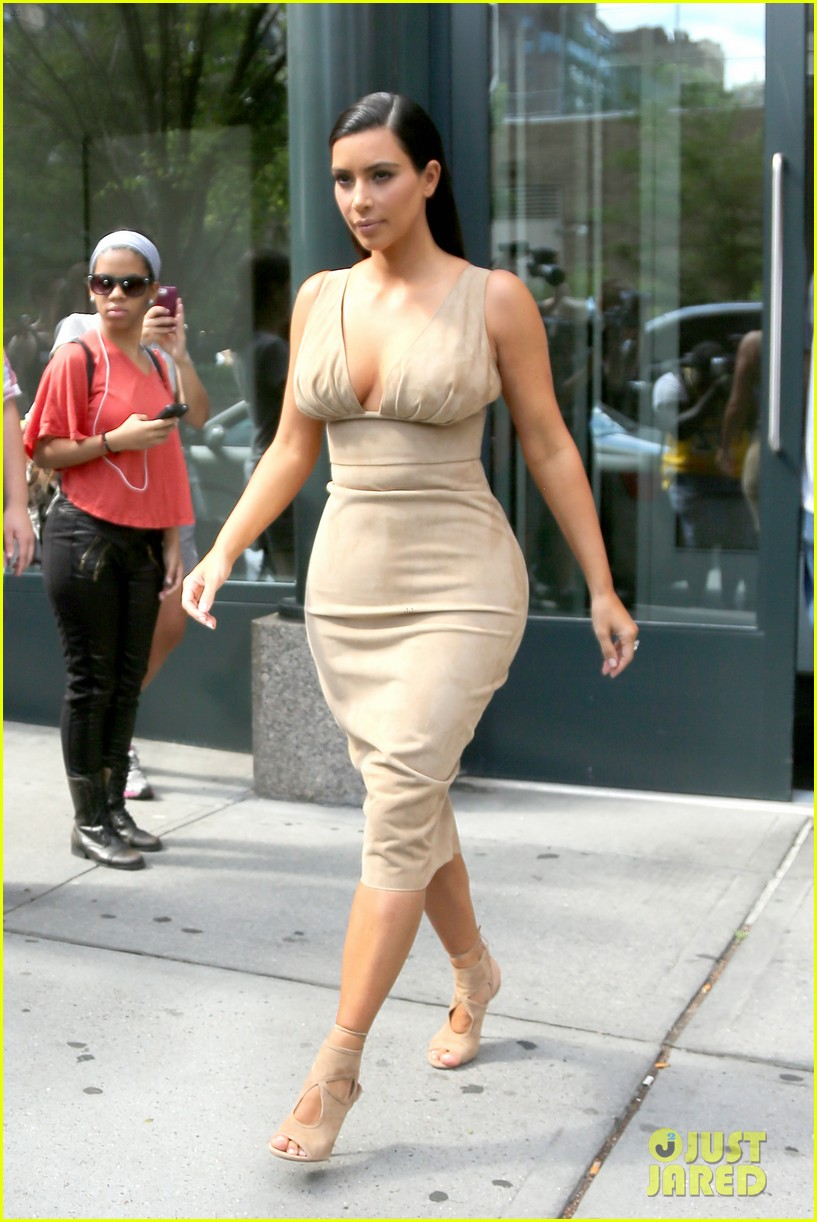 kim kardashian leaves her blonde wig at home 073143963