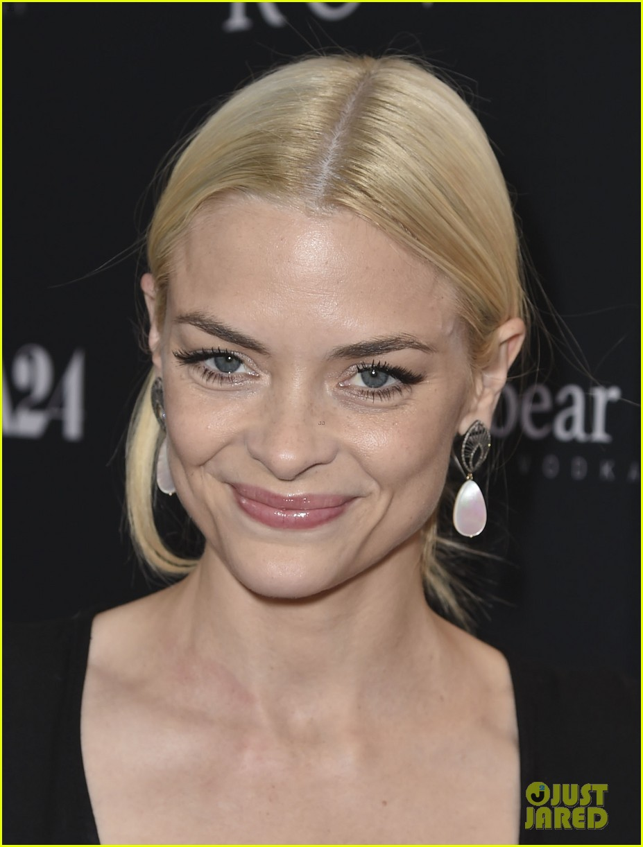 jaime king reveals why she posted breast feeding photo 083134472