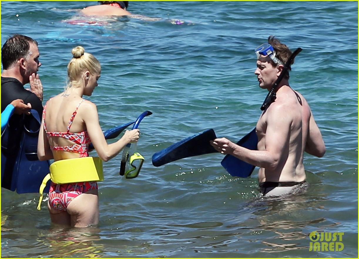 jaime king one piece swimsuit snorkeling hawaii 14