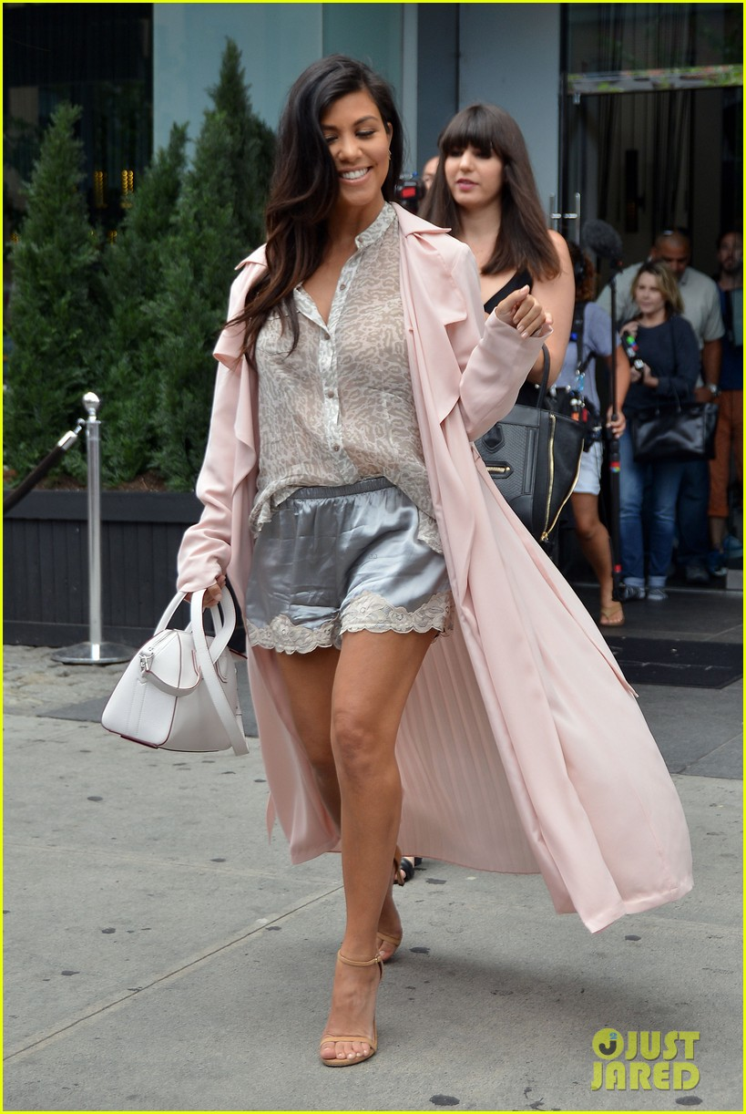 kim khloe kourtney kardashian have lunch together 033144122