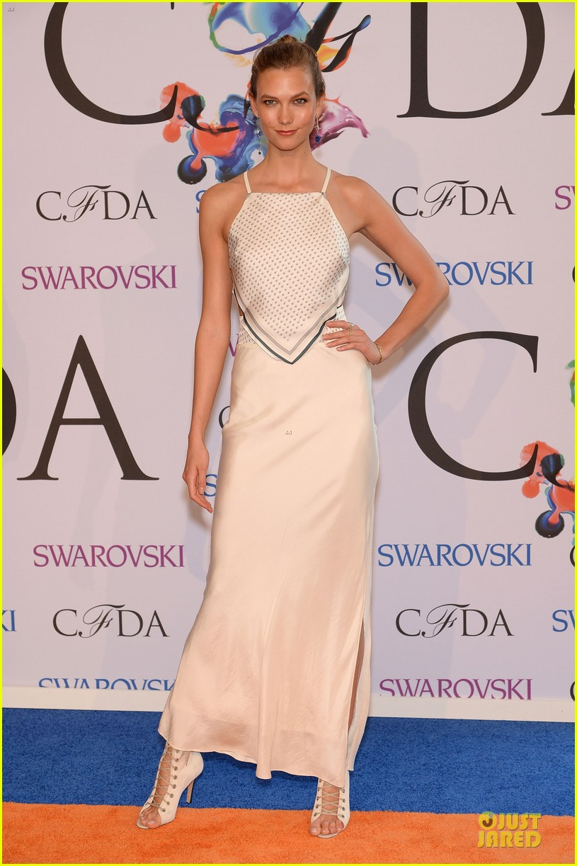 heidi klum alessandra ambrosio bright at cfda awards 2014 05
