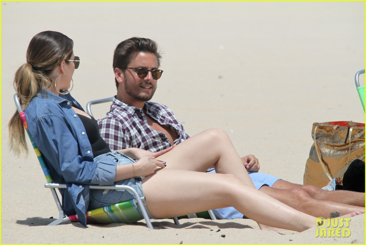 kourtney kardashian scott disick hit the beach breakup rumors 08