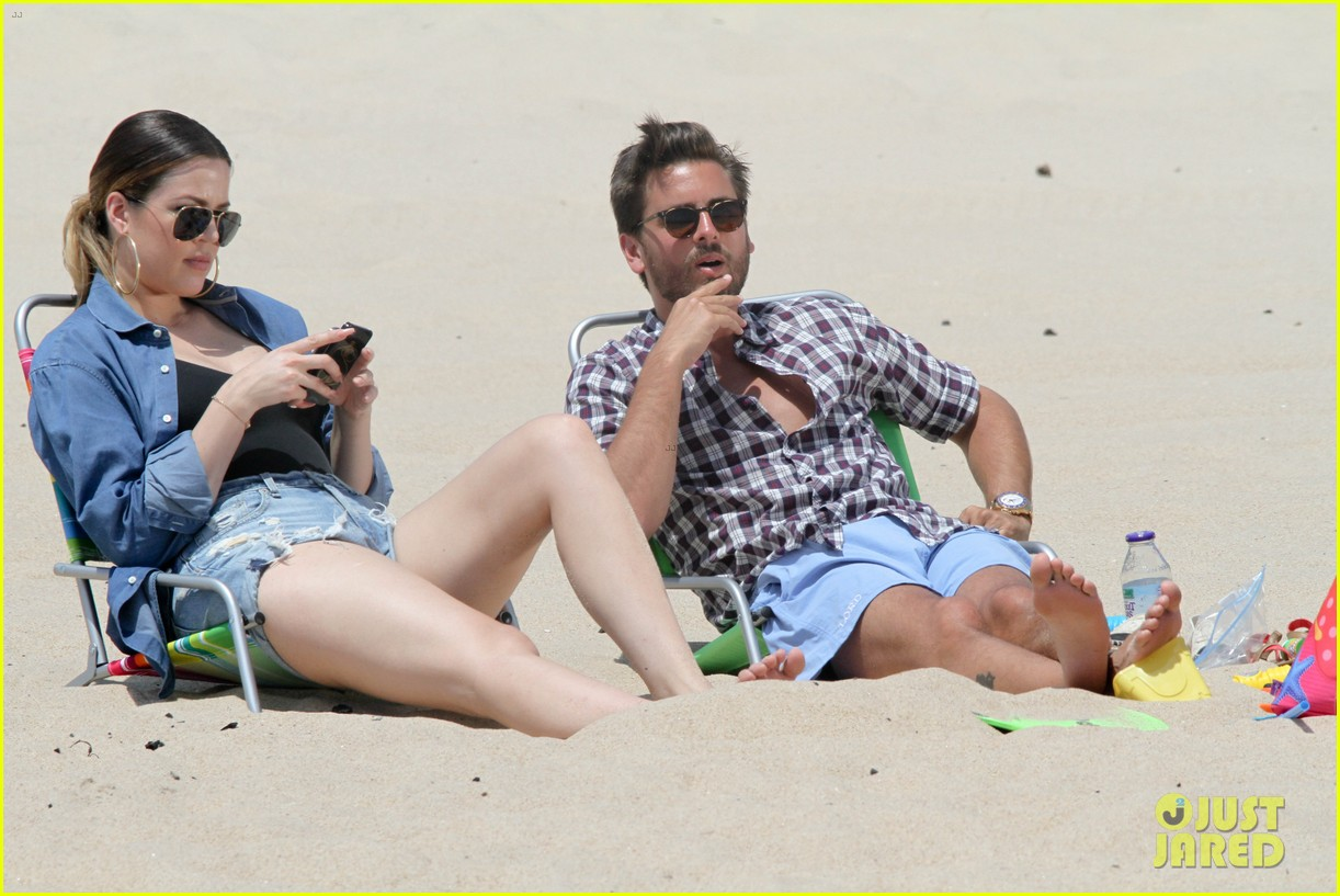 kourtney kardashian scott disick hit the beach breakup rumors 12