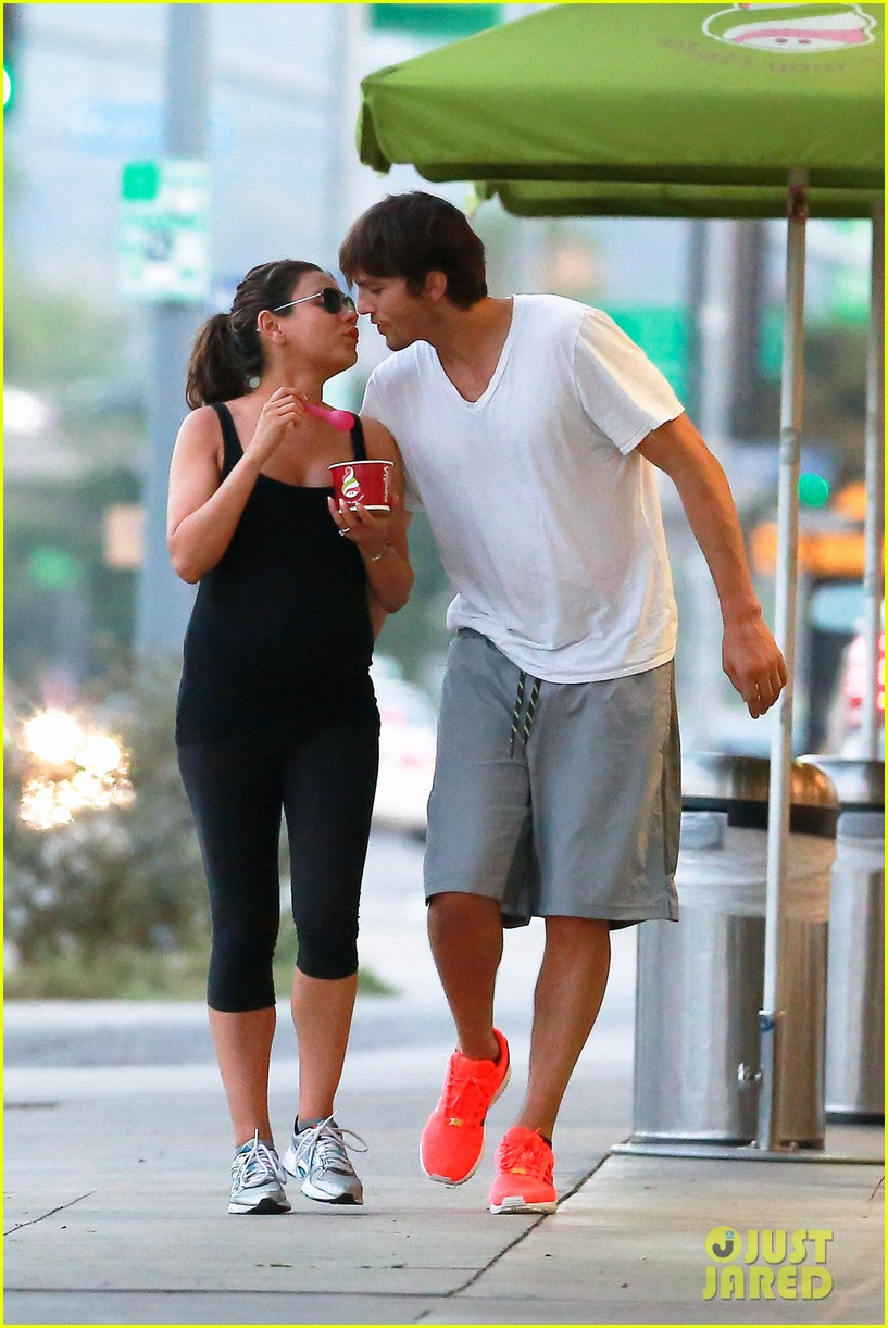 ashton kutcher plants a sweet kiss on pregnant mila kunis 08