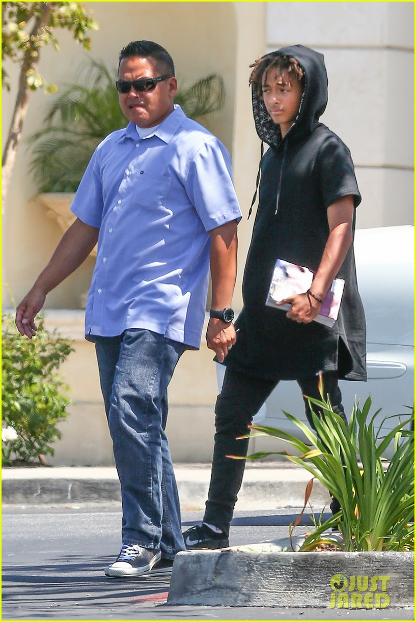 kylie jenner jaden smith eat nearby restaurants 21
