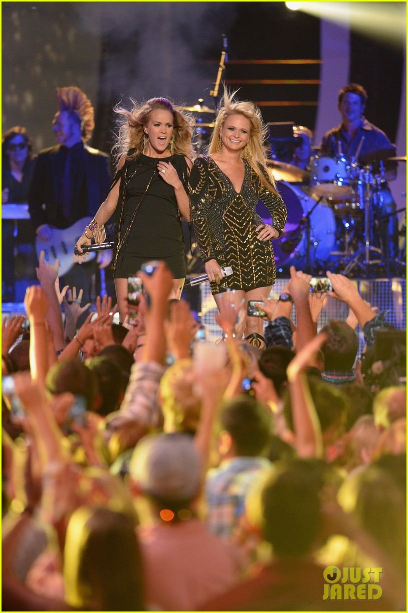 miranda lambert carrie underwood rock out cmt music awards 2014 02