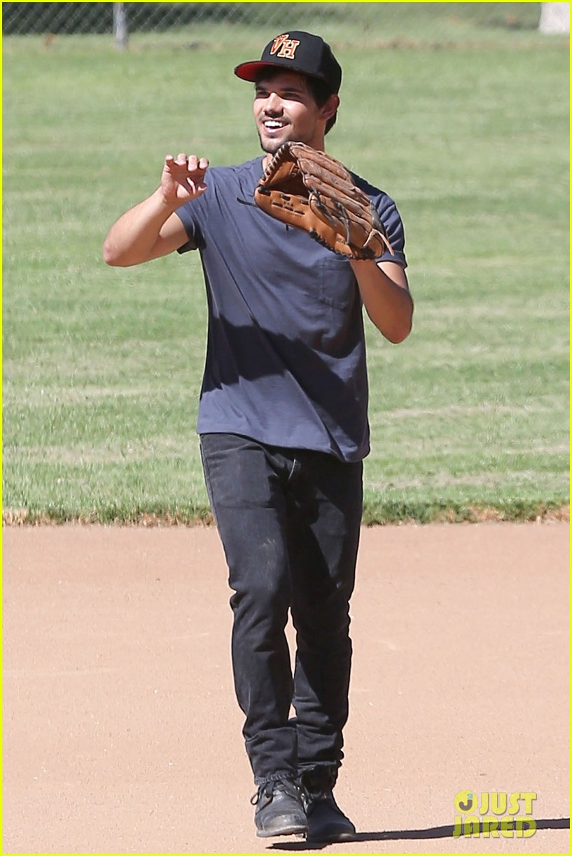 taylor lautner buff arms run the tide baseball pitch 063140537
