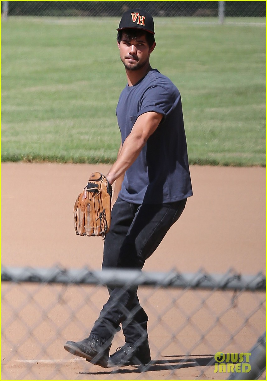 taylor lautner buff arms run the tide baseball pitch 09