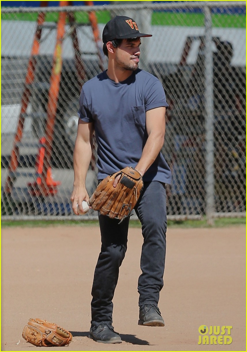 taylor lautner buff arms run the tide baseball pitch 143140545