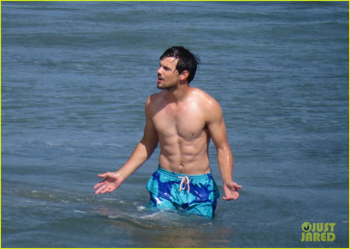 taylor lautner goes shirtless for run the tide beach scenes 26