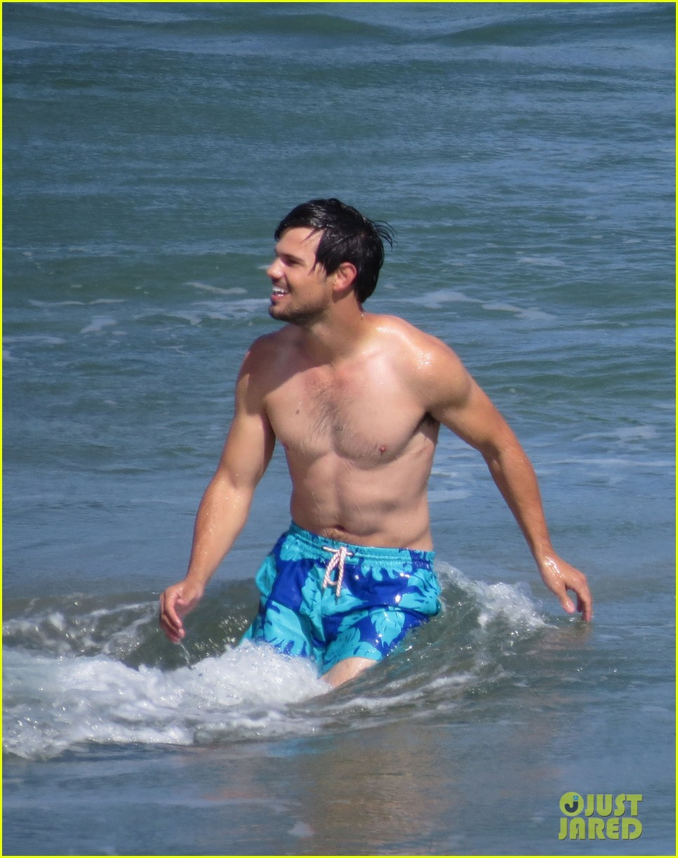 taylor lautner goes shirtless for run the tide beach scenes 28