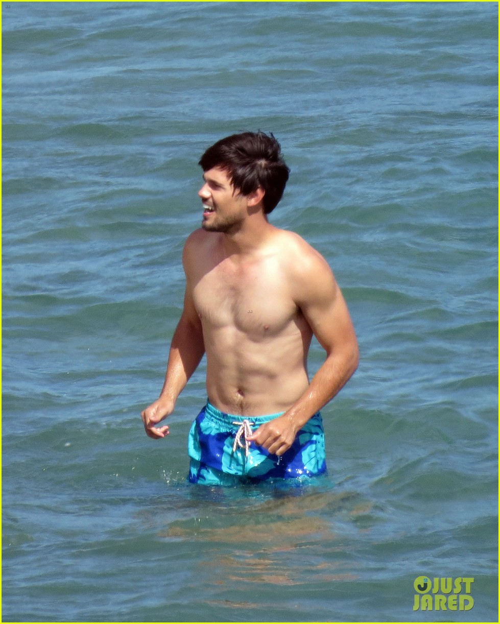 taylor lautner goes shirtless for run the tide beach scenes 30
