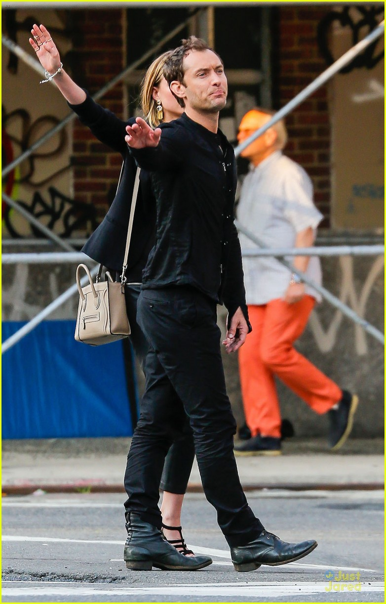 jude law alicia rountree spend time together in nyc 033139685