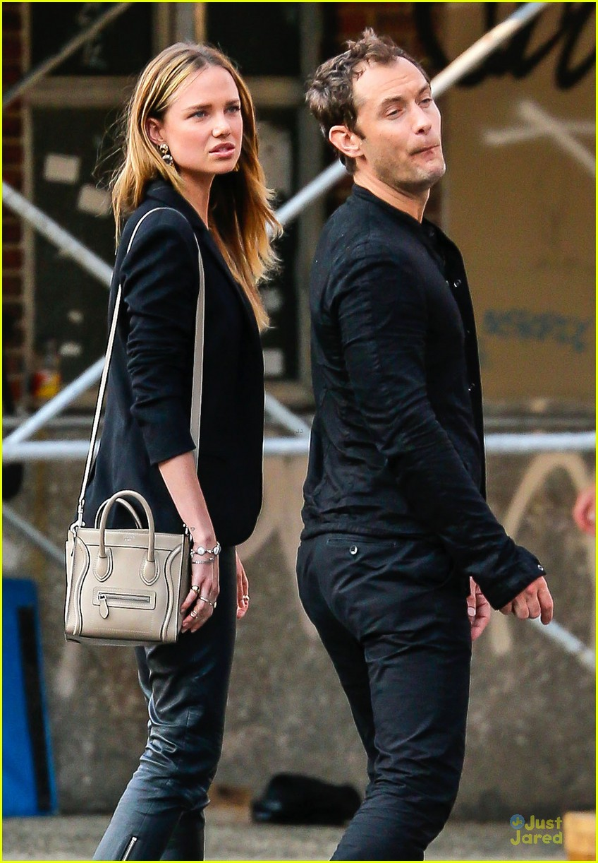 jude law alicia rountree spend time together in nyc 073139689
