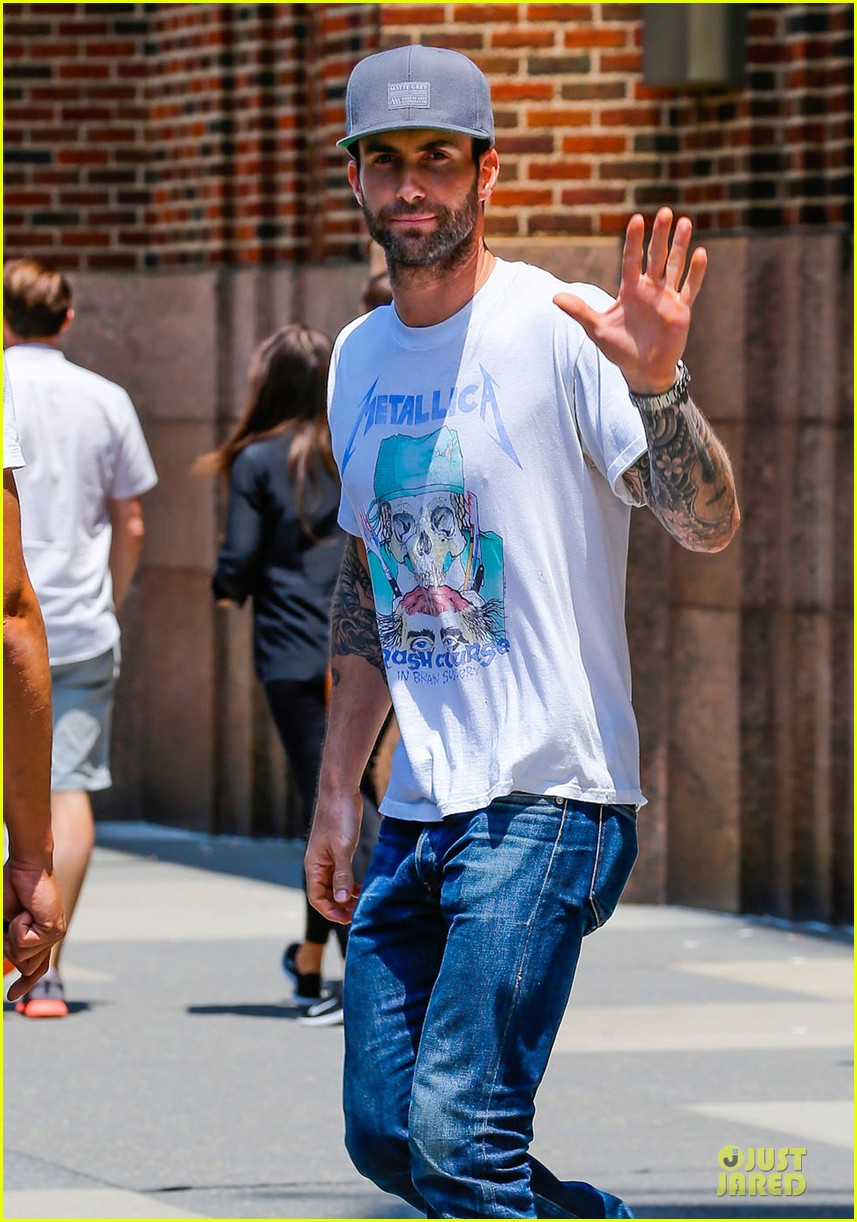 mark ruffalo is intimidated by adam levine 04