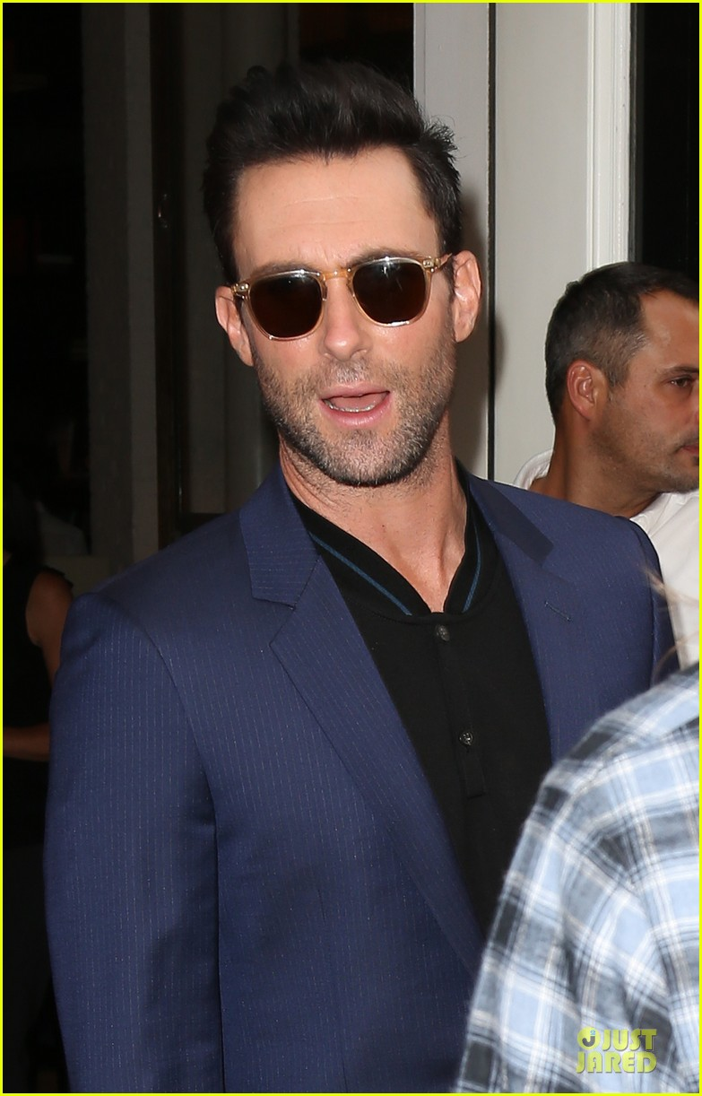 adam levine sings lost stars for begin again 02