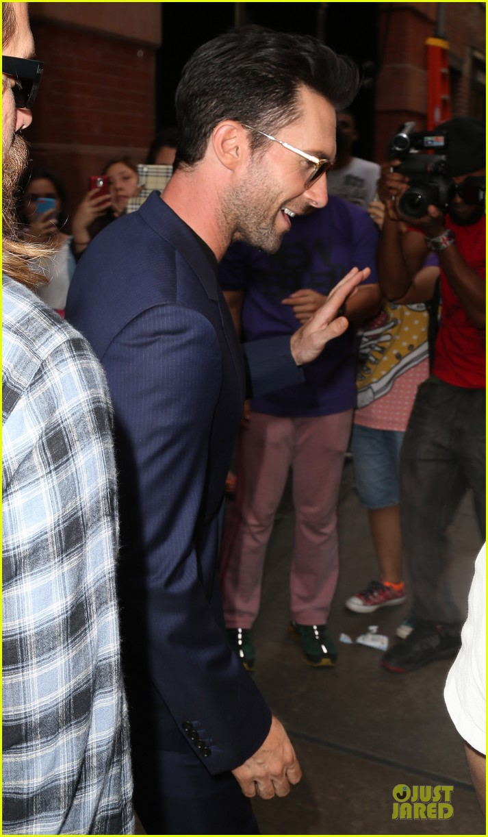 adam levine sings lost stars for begin again 093142033