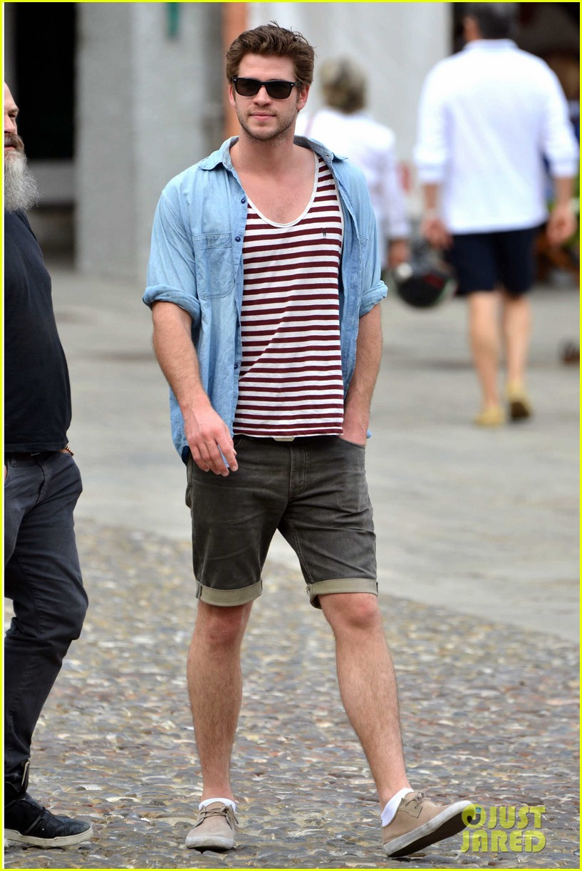 liam hemsworth takes a vacation in portofino 01