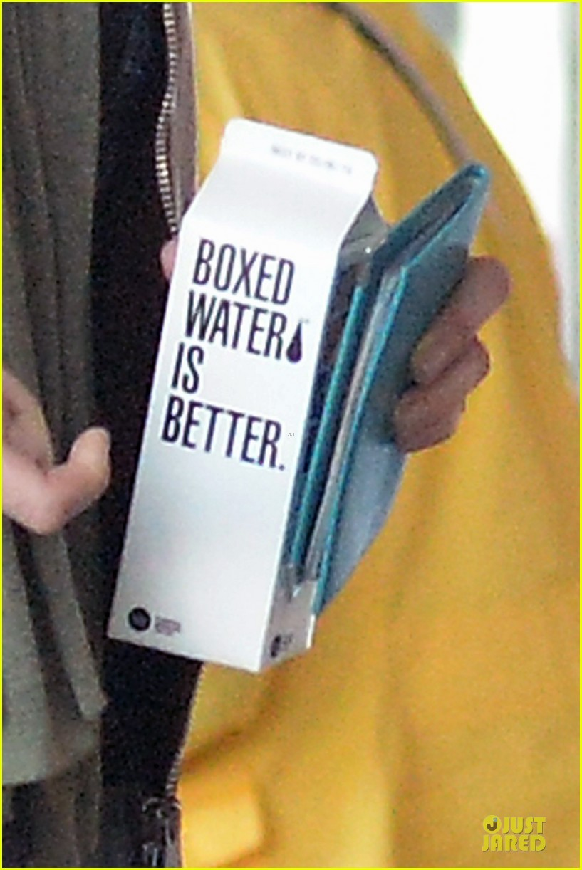 blake lively boxed water is better 02