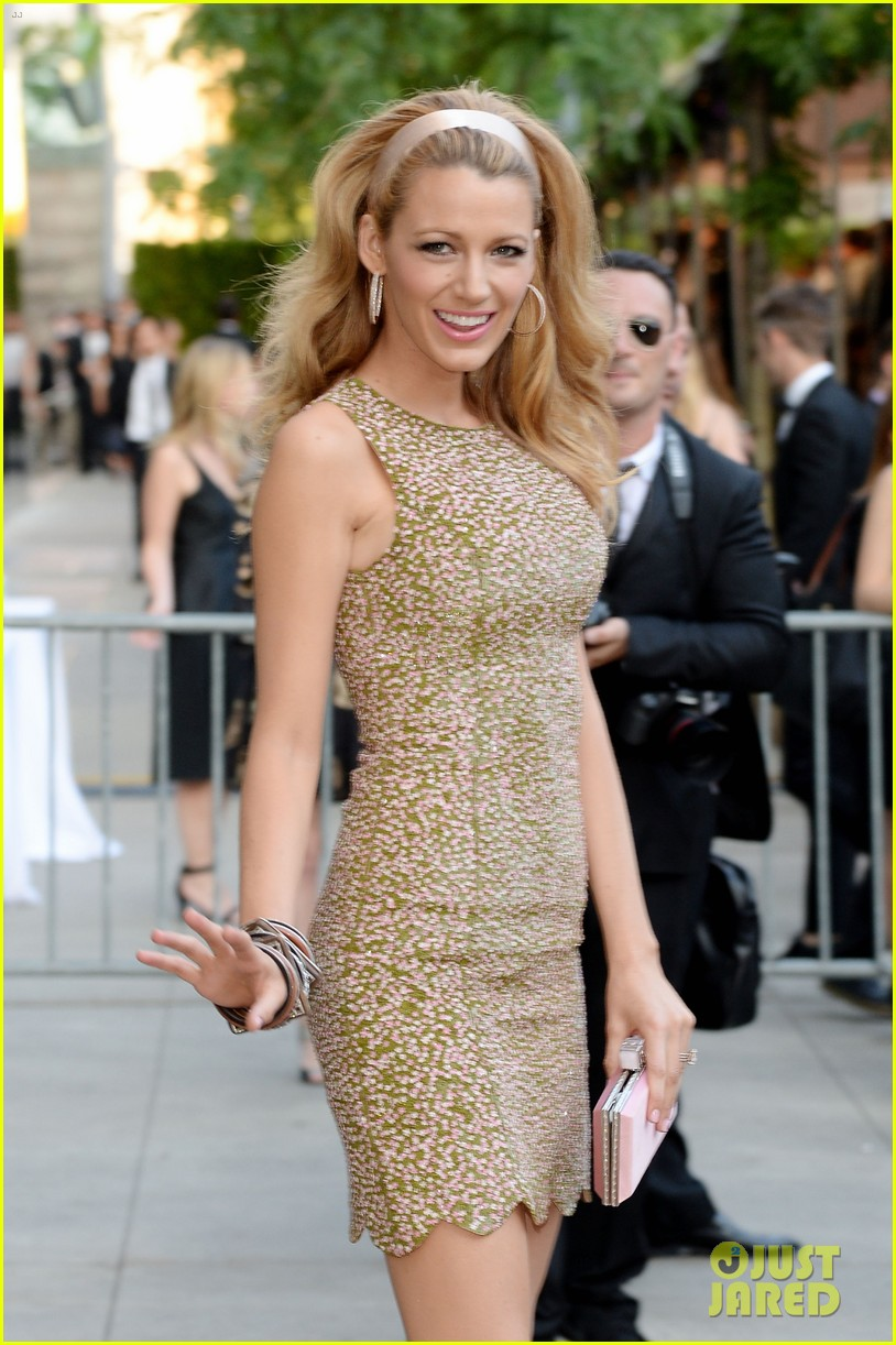 blake lively brings fashion a game to cfda awards 043126768