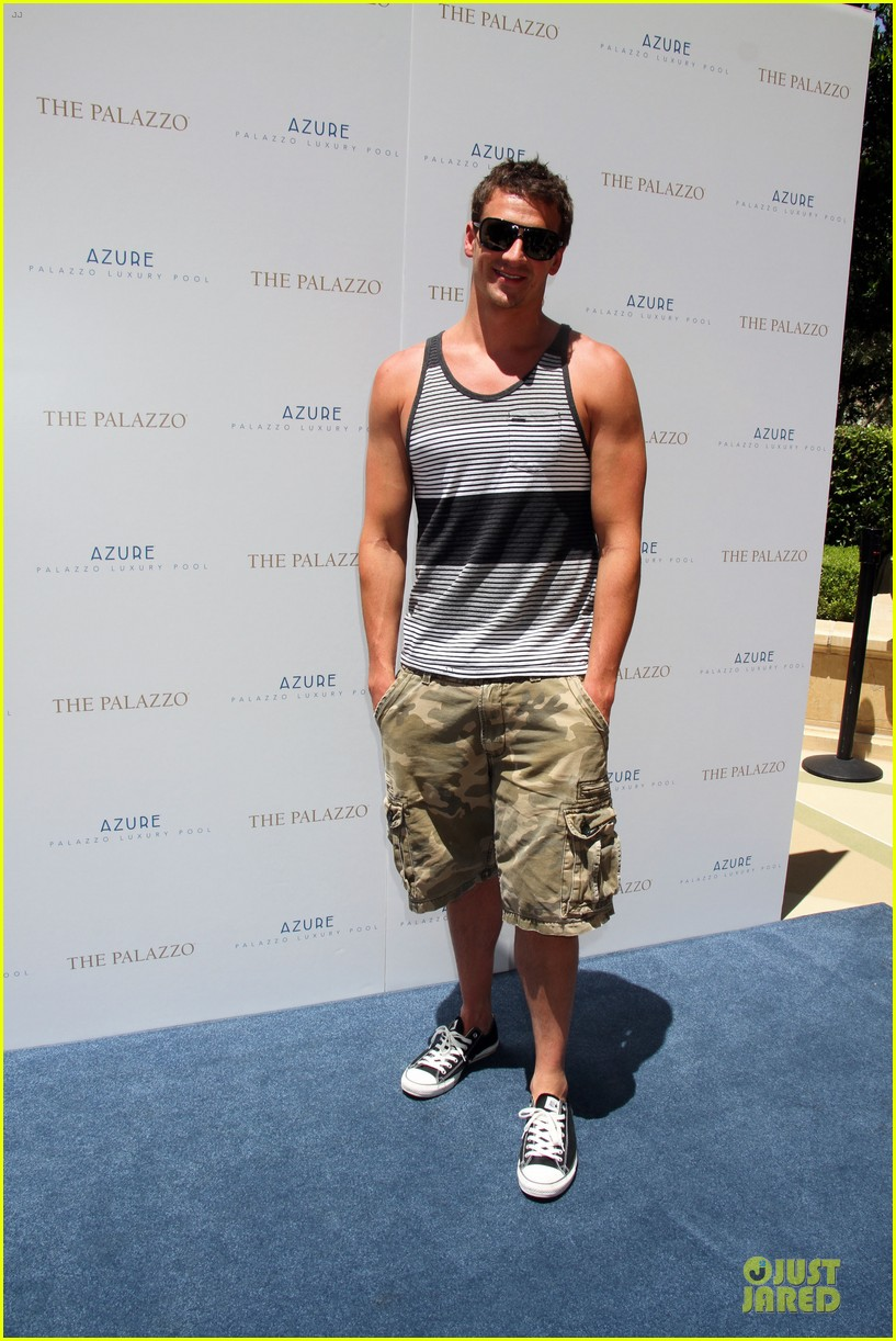 ryan lochte hosts bachelor party in las vegas 01