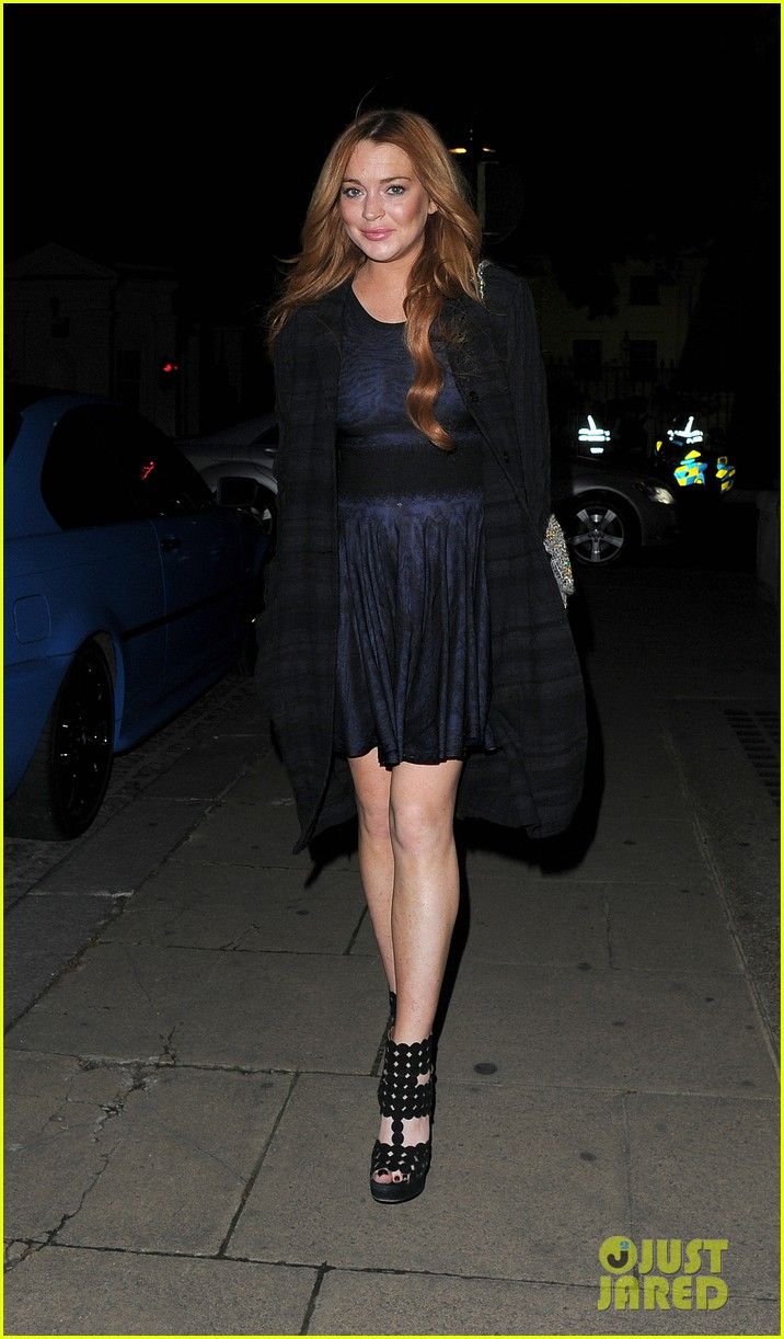 lindsay lohan changes up her look to evening wear for night out 16