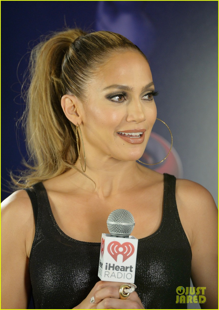 jennifer lopez bares amazing abs at iheartradio pool party 143145793